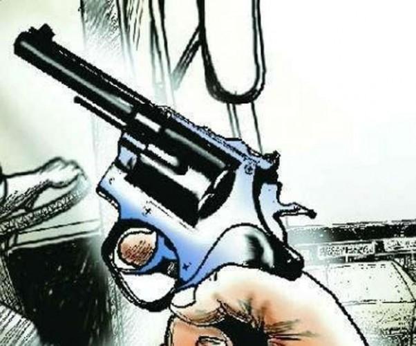 भाजपा नेत्री के ड्राइवर की कमर से गिरी रिवाल्वर, फिर अचानक चलने हो गए घायल