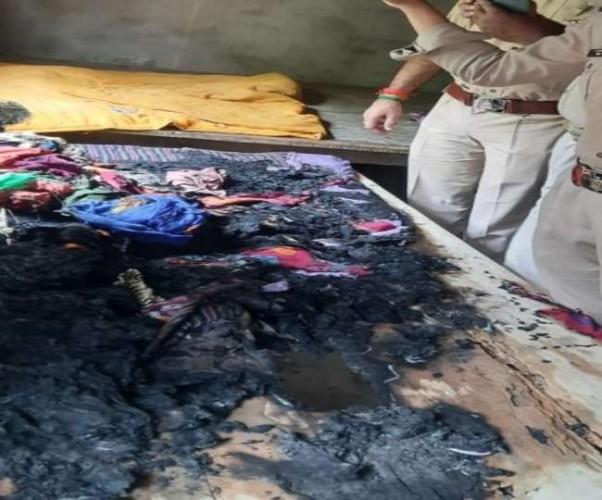 तेजाब और बम से किया घर में प्रधान पर हमला