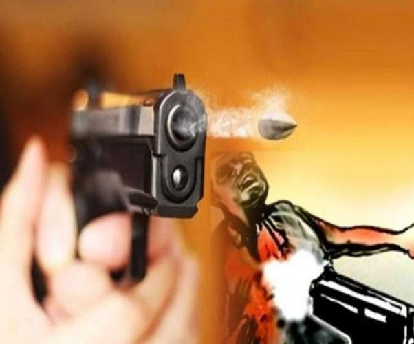 बाइक सवार युवक को मारी गोली