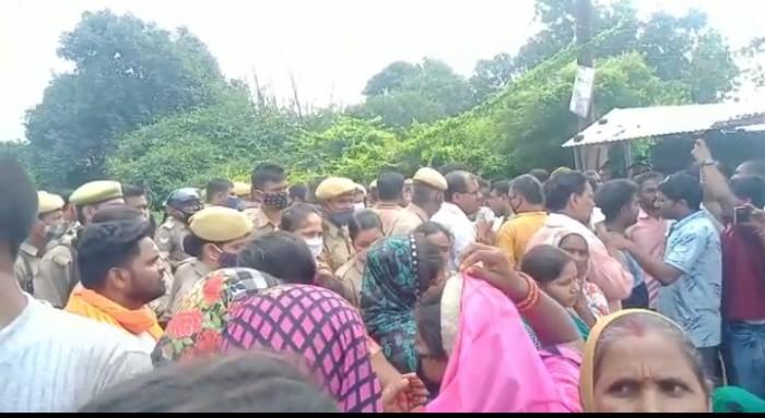 2 वर्षीय छात्र की मौत ग्रामीणों व परिजनों मे दिखा आक्रोश, NH-232 हाईवे किया जाम