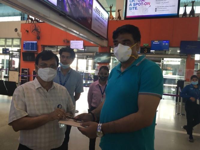 हिंदी दिवस पर प्रश्नोत्तरी आयोजित कर यात्रियों को किया गया पुरस्कृत