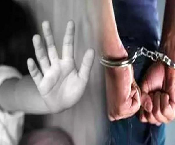 सामूहिक दुष्कर्म मामले में वांछित इंस्पेक्टर गिरफ्तार