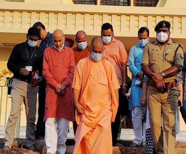 पीएम नरेन्द्र मोदी के दौरे से पहले अव्यवस्था देख नाराज हुए सीएम योगी